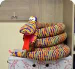 вязаная игрушка змеи