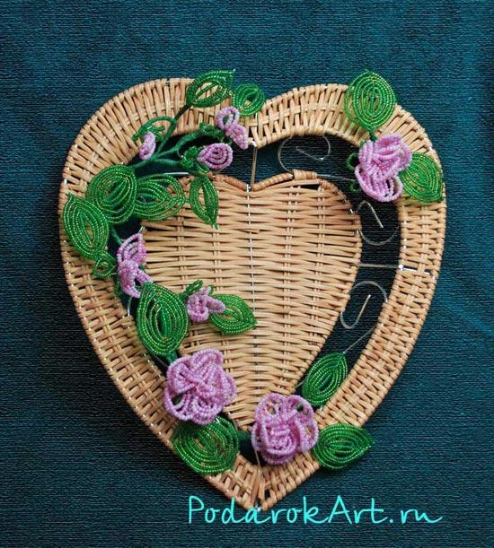 декоративное панно с французкими цветами из бисера