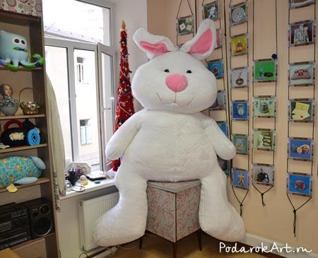 пошив большой мягкой игрушки кролика на заказ