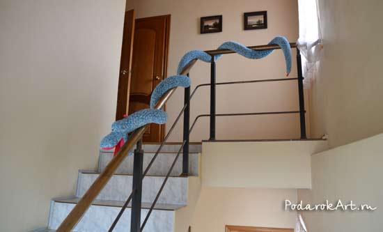большая зяаная голубая змея ручной работы