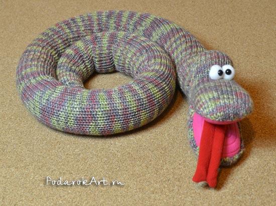 мягкая вязаная змея