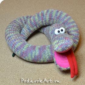 Вязаная шерстяная игрушка змеи