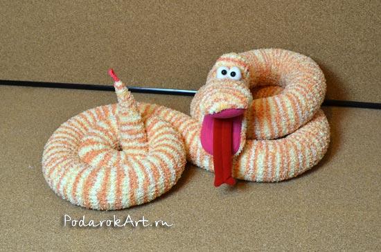 мягкая игрушка змеи ручной работы желто-оранжевого цвета